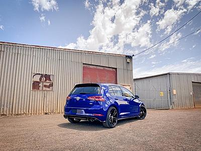 Golf R Special Edition + Hot Wheels Golf R Special Edition-004d78965cfd9eea5902480c87d801aa-1-jpg